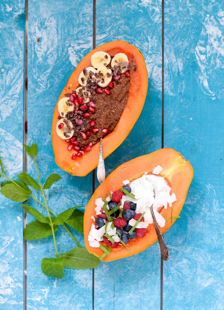 Papaya boats med kokos yoghurt, chiagrød og blåbær is