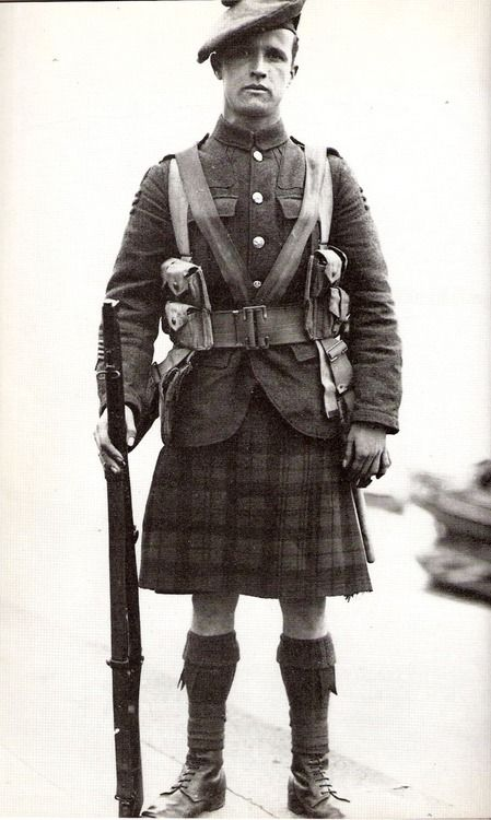 Scottish kilt. A kilt apron was used to replace the sporran and protected the kilt when in the line. Scottish soldiers would carry gas in small bags over the kilt, like a sporran.