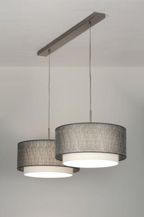 Sfeervolle hanglamp met twee dubbele, stoffen kappen.  Elke kap bestaat uit twee…