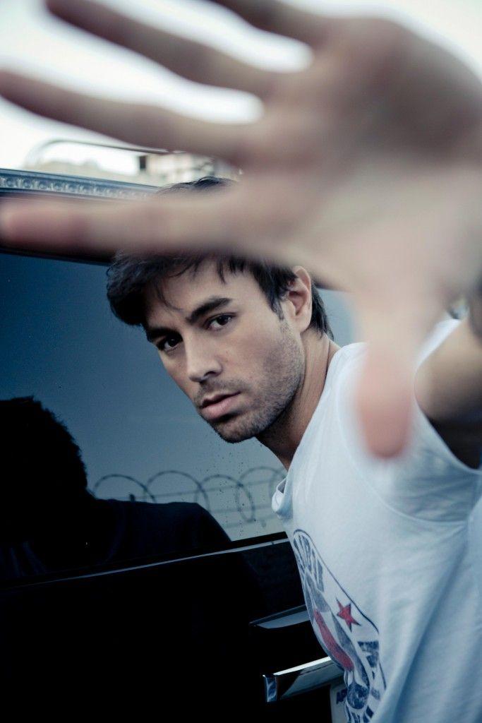 Enrique Iglesias on line il video di Duel El Corazon