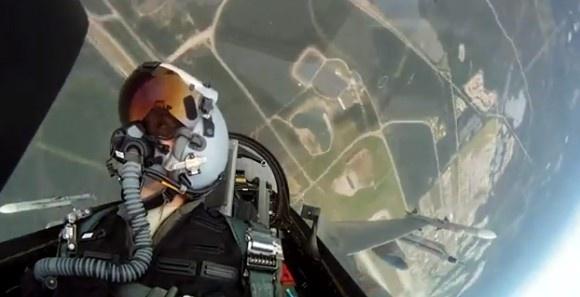 Har du velat prova på hur det är att flyga stridsflyg? Här kan du få en bra känsla för hur det är http://blish.se/6c35587c85 #stridsflygplan #flygplan #flygtur