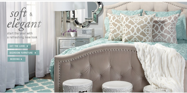 Such a pretty bedroom. Love the neutrals with aqua.