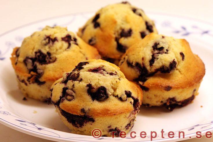 Blåbärsmuffins - Recept på blåbärsmuffins. Mycket goda muffins med blåbär. Enkla att göra. Bilder steg för steg.