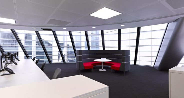 Collaborative space into JLL's premises in London, UK