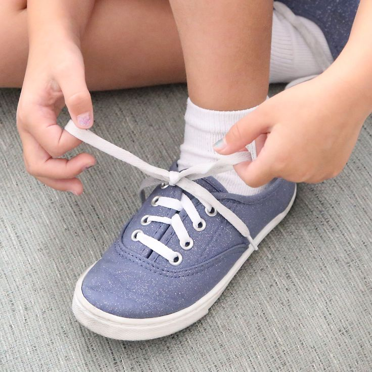 Best Way To Teach Your Kid To Tie Their Shoes