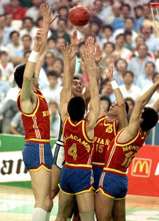 One man against... 4!!! The one and only Nick Galis, the greatest Greek basketball player of all times!