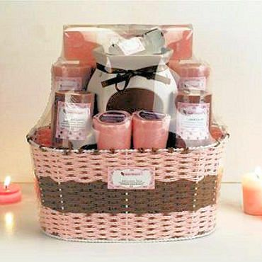 Unique Bridesmaid Gift Basket Ideas Gifts Bridesmaids Maid Of Honor