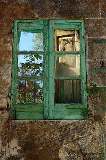 green window: Doors Knobs Window, Doors Window, Green Window, Colormegreen I Grrrreat, Rustic Window, Window Dresses, Green Colors, Doors Stairs Window Balconies, Green Paintings