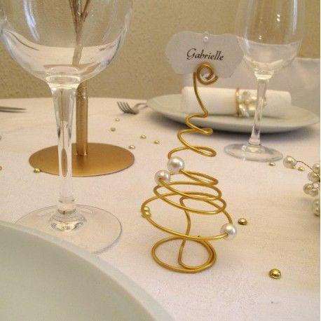 Décoration Noël : marque place sapin en or et perles