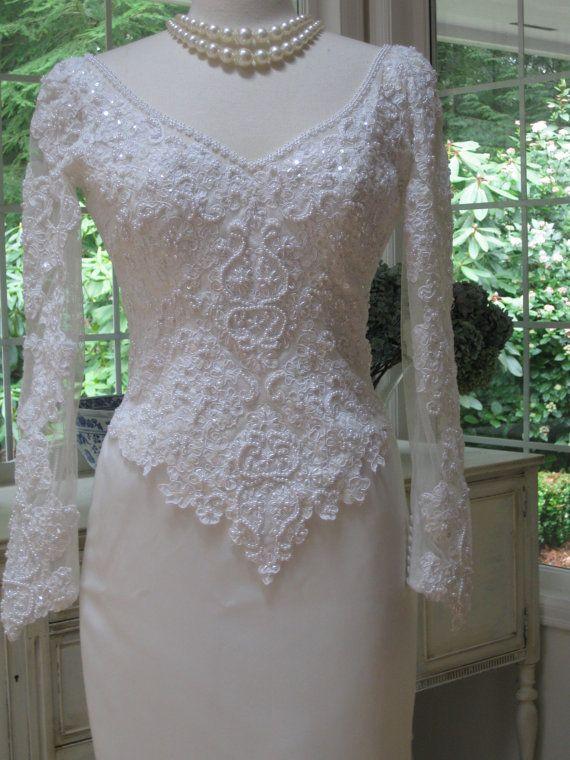 Absolute elegant and classy 1980s wedding dress