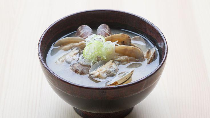 Asari no Missô-shiru (Sopa de missô com vôngoles)