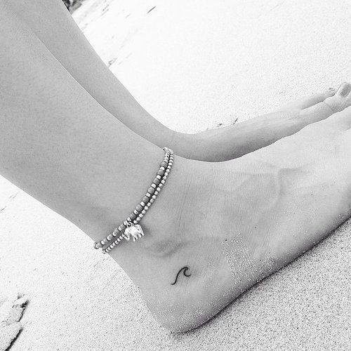 Endroits Tattoo, Tatouage Verseau, Très Fins, Bonnes Idées, Tatouage Marin, Tatouages Minimalistes, Beaux Tatouages, Idées Tatoo, Océan Vagues Tatouage