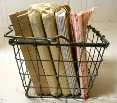 keep a journal: Book Decor, Wire Ideas, Cottages Chic, Announcements Desks, Baskets Asap, Crafts Organizations, Antiques Alley, Wire Baskets, Chic Wire