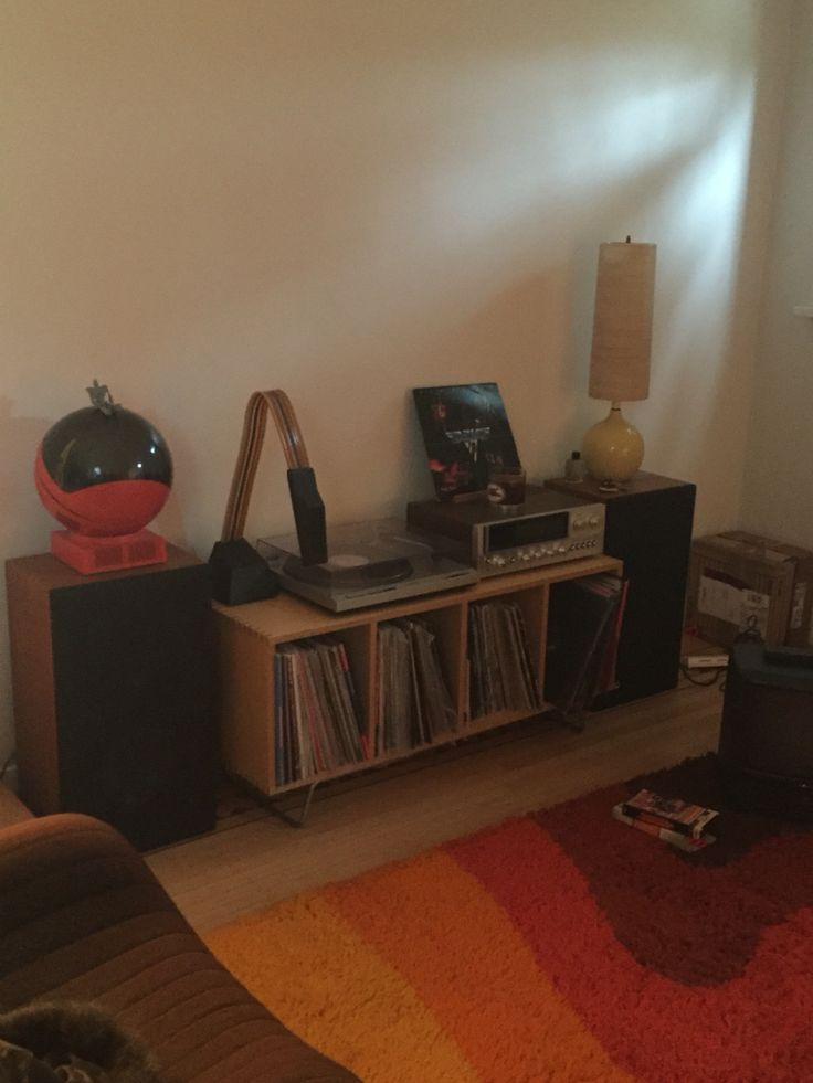 Turntable / records / lamps / jvc television