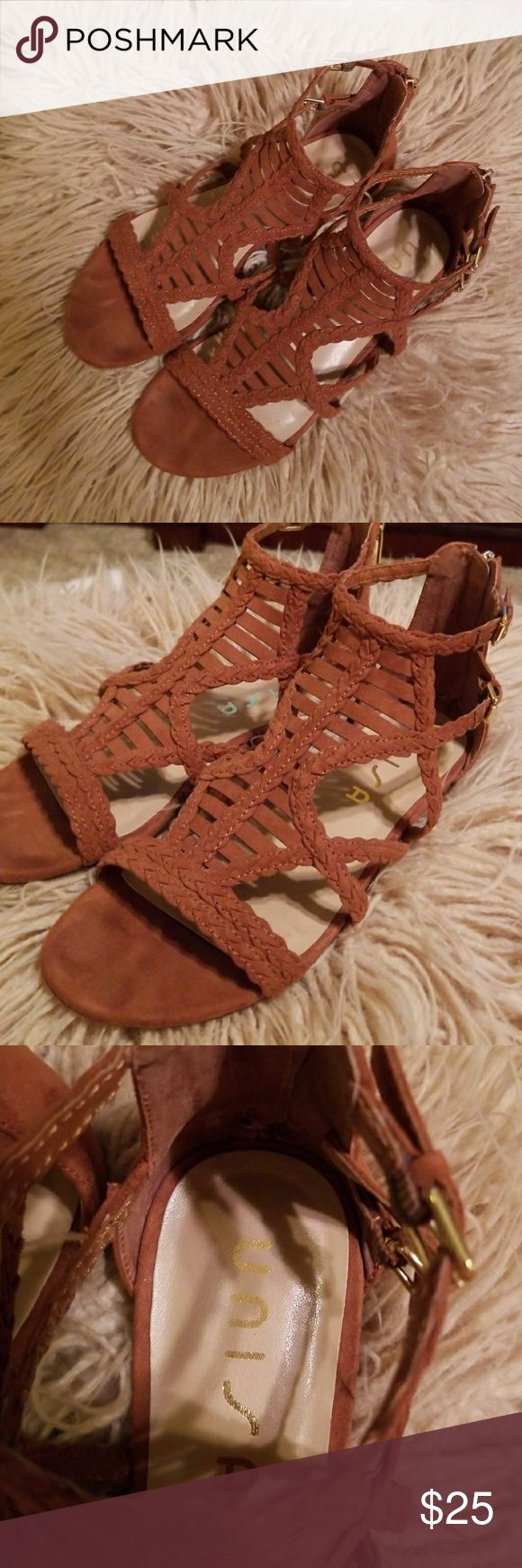 Unisa Camel Gladiator Dandal with Zip Up Back 9M Very cute and barely worn gladiator. Interesting detail with 2 adjustable straps with gold buckles and a gold zipper up the back. Size 9M Unisa Shoes Sandals