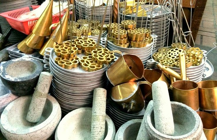 Globetrotter: Cultural experience - Local traditional cooking utensils.