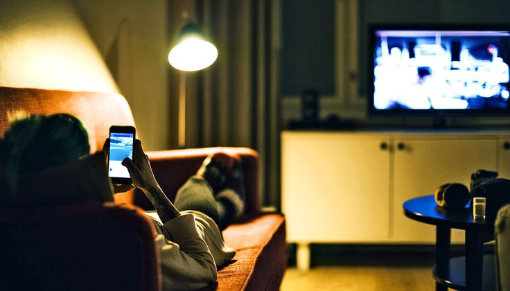 """Tweets about the TV shows we're watching can affect whether we like them or not. Researchers call it the """"bandwagon effect."""""""