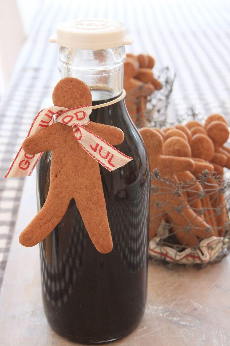 ...julens gløgg på en gammel melkeflaske... Koselig venninne-gave! ...Bordkort for kvinner og menn...i Hannas hus i år :-) Ha e...
