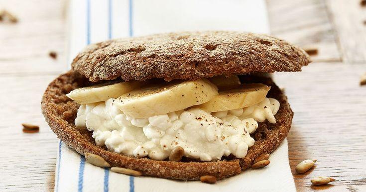 Macka med banan och solrosfrön - Recept - Arla