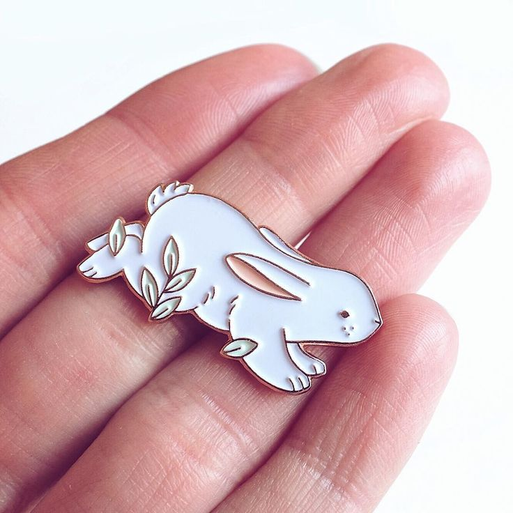 🐰🥕 In case you missed my IG story from 2 days ago, I have some new pins in my Etsy shop (link is in the Bio) 🥕🐰 Many of you asked for my old, first pins I've made. Especially for the Bunny. I didn't want to repeat that one, so I've made a different one for you bunnylovers. These also won't be re-made, so if you want to adopt one, now is the time. ✨ Also: any suggestions for my new pin? Squirrel? Bear? Raccoon? Or a new hedgehog maybe? Let me know in the comments below. ✨ #pingame #pin…