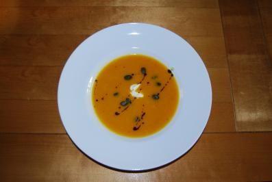 Suppen ~ Feines Herbstsüppchen vom Hokkaido-Kürbis - Rezept