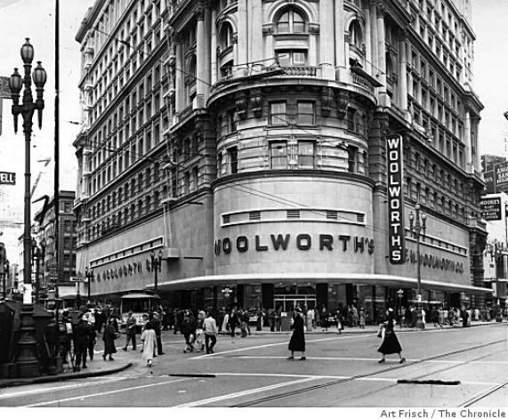 The Woolworth at Powell and Market Street in San Francisco, Calif., on October 13, 1952. Photo: Art Frisch, The Chronicle / SF