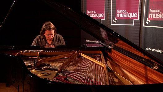 """En direct dans la Matinale culturelle de France Musique, le pianiste David Fray interprète la """"Mélodie hongroise"""" de Franz Schubert. Son nouveau disque """"Schubert : Fantaisie"""" vient de paraître sur le label Erato."""