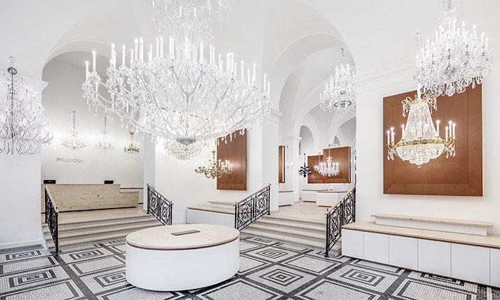 Preciosa v Praze otevřela vlajkový obchod s 80 lustry