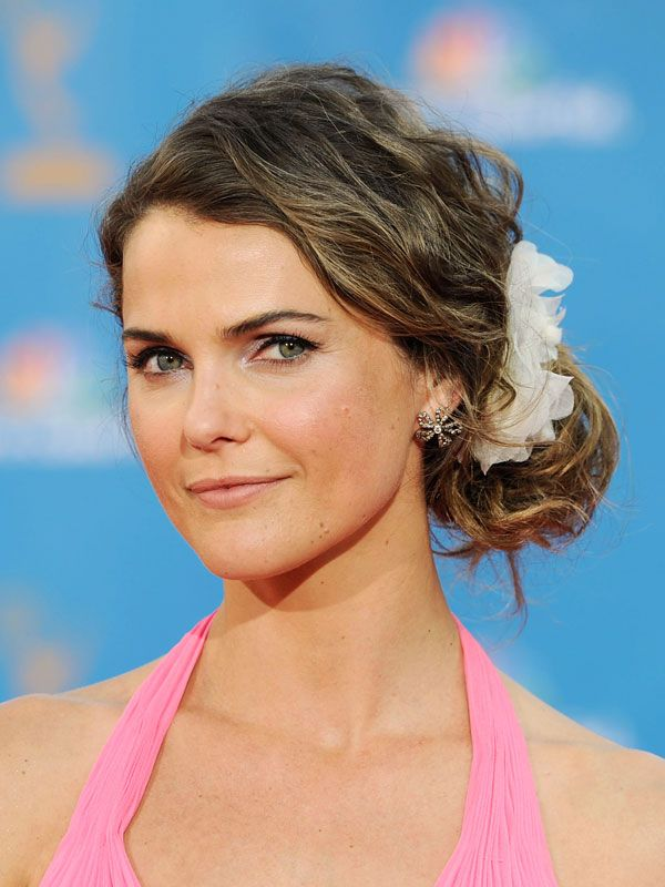 Famous Actress Keri Russell From Felicity Tv Show American Movie Wearing Her Baby-Pink Dress and Curly Sided Bun Updo Hairdo.