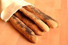 Il pane integrale Bimby è un pane preparato con sola farina integrale. Si tratta di fruste di pane integrali con semi di papavero.
