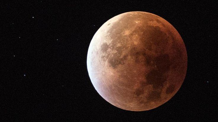 Schaurig schön! Dieses Bild zeigt die Mondfinsternis im September 2015