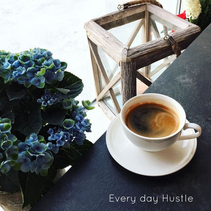 I love the grind and every day hustle! I love the growth and the change. And knowing it's all about dream building  . #hustle #hustlehard #digitalnomad #bloggers #changeyourlife #changeyourmindset #workremotely #coffeetime