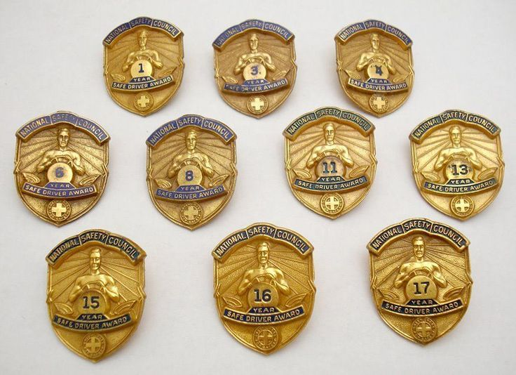 10 x  VINTAGE NATIONAL SAFETY COUNCIL SAFE DRIVER LAPEL PIN DIFFERENT YEARS