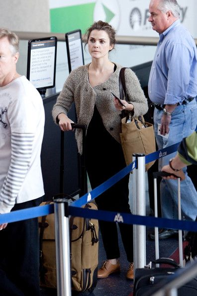 Keri Russell Photos Photos - Keri Russell looks happy as she prepares to depart LAX (Los Angeles International Airport). - Keri Russell at LAX