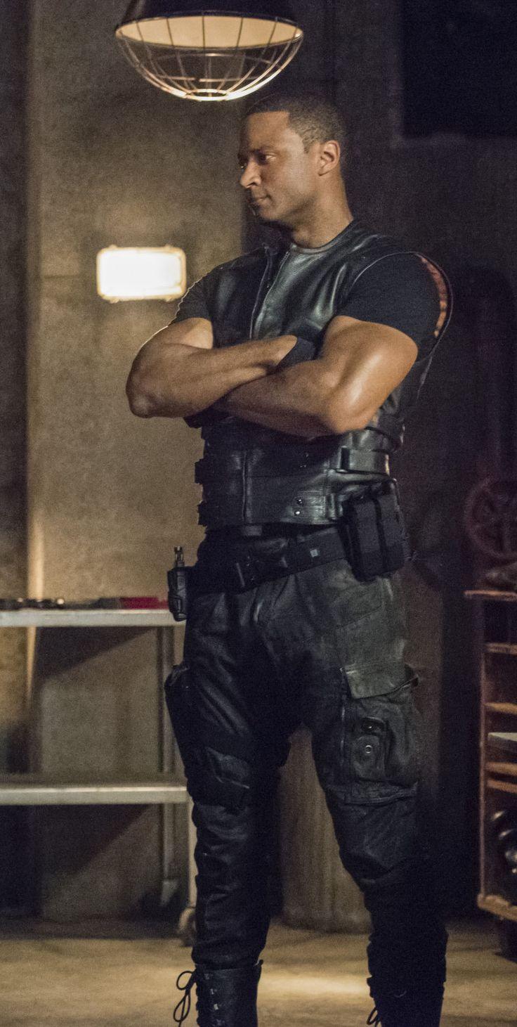 Arrow 4x01 - Green Arrow - John Diggle