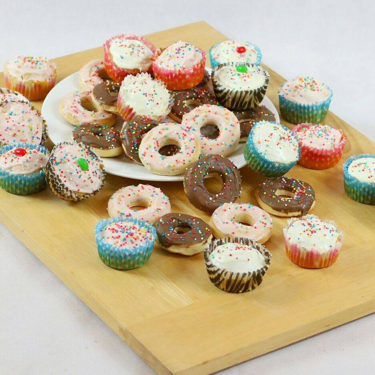 Make your own Doggy Donuts or pupcakes, with Diamond Dog Food's new Easy-Peasy Mix & Bake Kits!