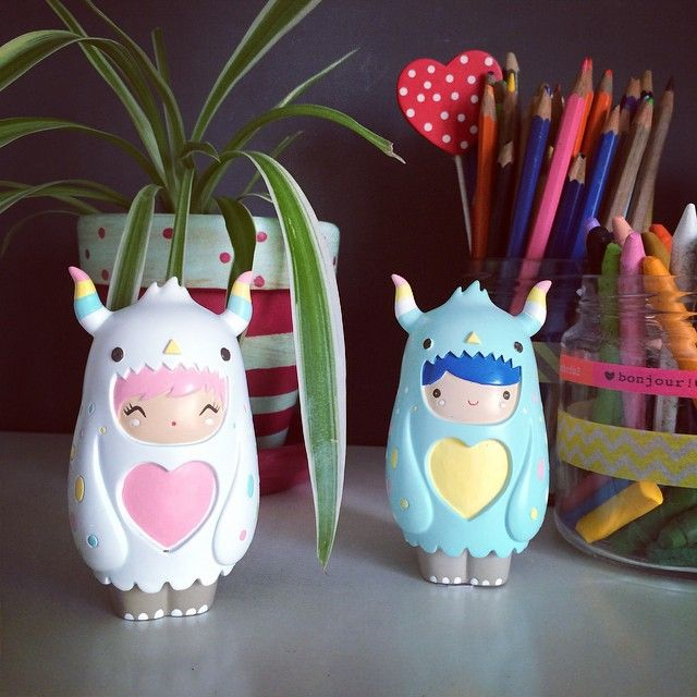 Desk friends! Do your Momiji dolls keep you company when you're working? Thanks to @clumsy_maria for sharing her picture of Cuddle & Huggle on Instagram. Find them here... https://lovemomiji.com/shop/UKWEB/dolls/all-dolls/MJ744/cuddle-love-bug