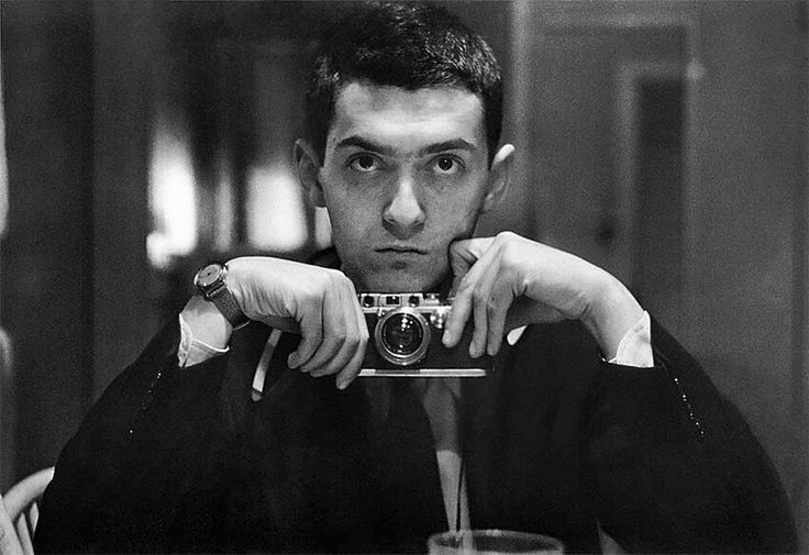 Стэнли Кубрик Автопортрет  Before he became the ground-breaking film producer, director and screenwriter, Stanley Kubrick (1928-1999) had another talent.  He was a journalistic photographer.  Kubrick began by working for his school magazine, and, after one of his photographs was accepted by Look magazine, he became a Look apprentice.