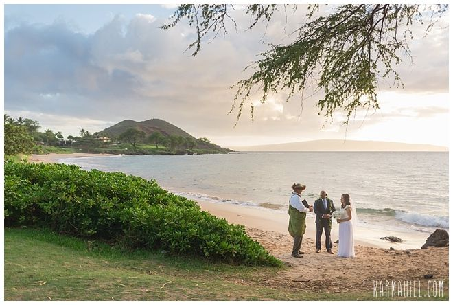 A Hawaii Elopement at a Maui Beach! Sunset weddings in paradise by Simple Maui Wedding