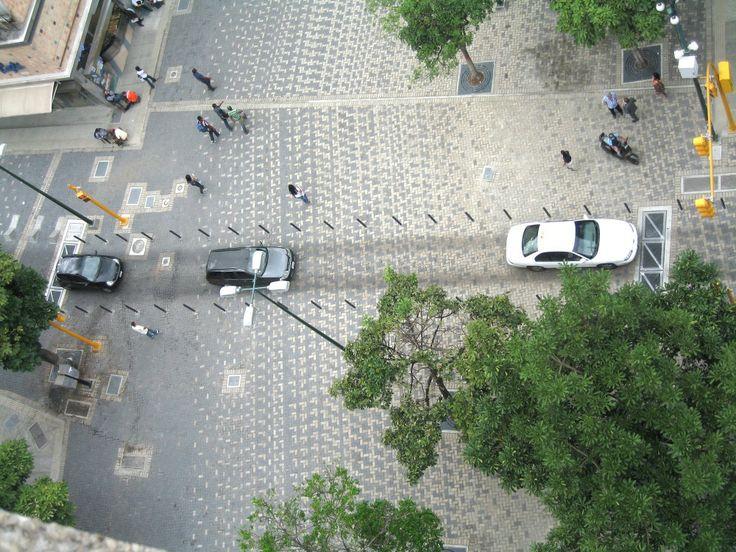 52e8ff36e8e44ea663000069_en-detalle-pavimento-y-drenaje-del-bulevar-sabana-grande-en-caracas-venezuela_vista_desde_arriba02-creditos_enlace-1000x750.jpg (1000×750)