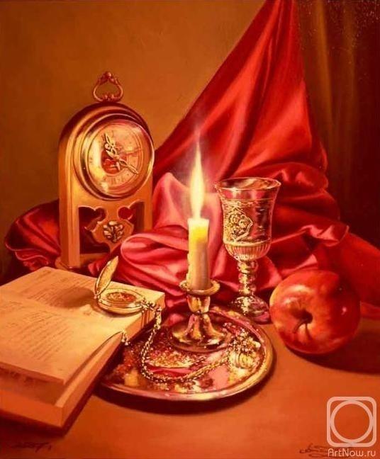 В мягком свете свечи чуть мерцает картина...