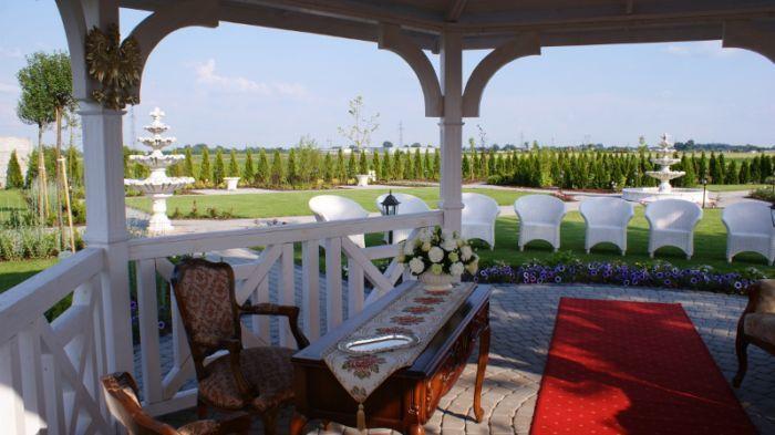 Lawendowy Pałacyk Szegółową ofertę weselną znajdziesz na http://www.gdziewesele.pl/Domy-weselne/Lawendowy-Palacyk.html