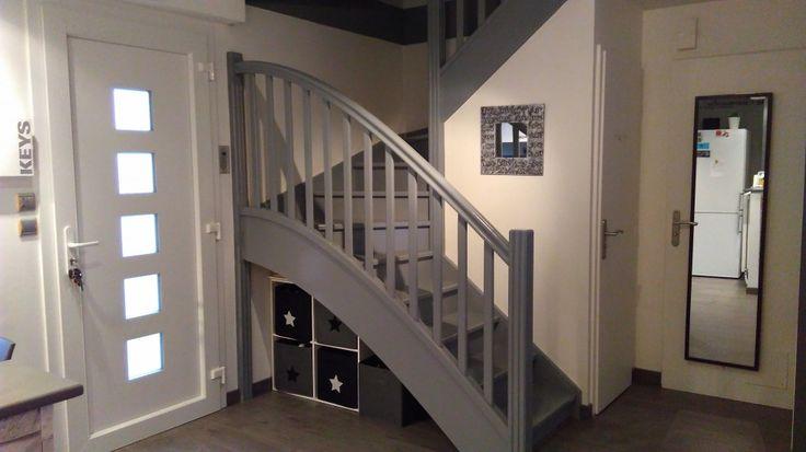 escalier repeint en gris