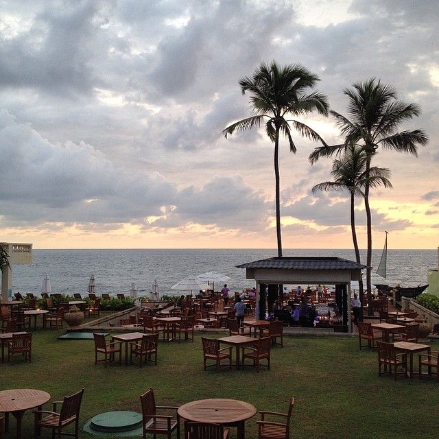 Sunset cocktails @ Galle Face Hotel