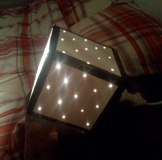 Hello hello, aujourd'hui petit DIY lampe à l'aide de carton 🙂