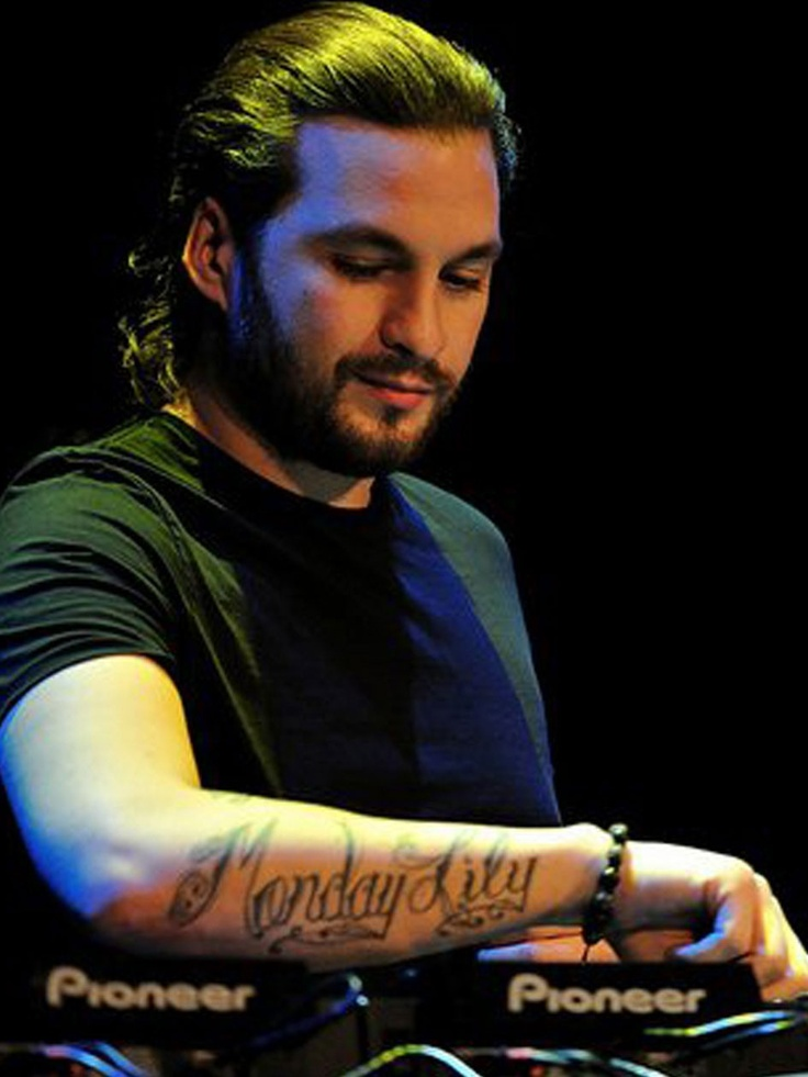 steve angello @ Love Festival 2009 and Monster Massive 2010 el mejor, lejos!