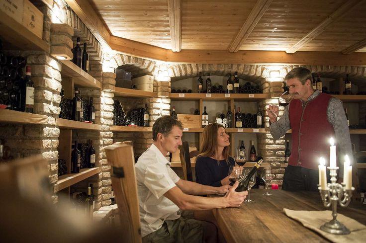 Auch für Eltern bietet das Hotel ein volles Programm. Zum Beispiel Weinverkostungen.  Alle Details zum Familienhotel Huber findet ihr auf: http://kinderhotel.info/kinderhotel/familienhotel-huber
