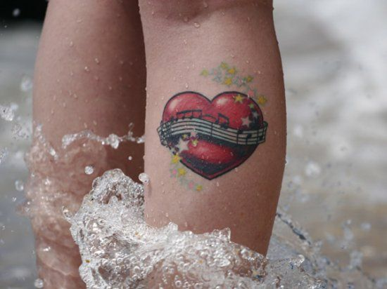 Примеры оригинальных татуировок на ногах