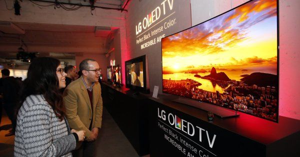 <p>New earthquake in sight in the field of OLED screens that will soon equip all our smartphones! LG Display is currently considering reinvesting in a technology that, it seems, has made its day: flexible plastic screens. Why is the manufacturer trying to revive these more flexible plastic screens and adapt […]</p>