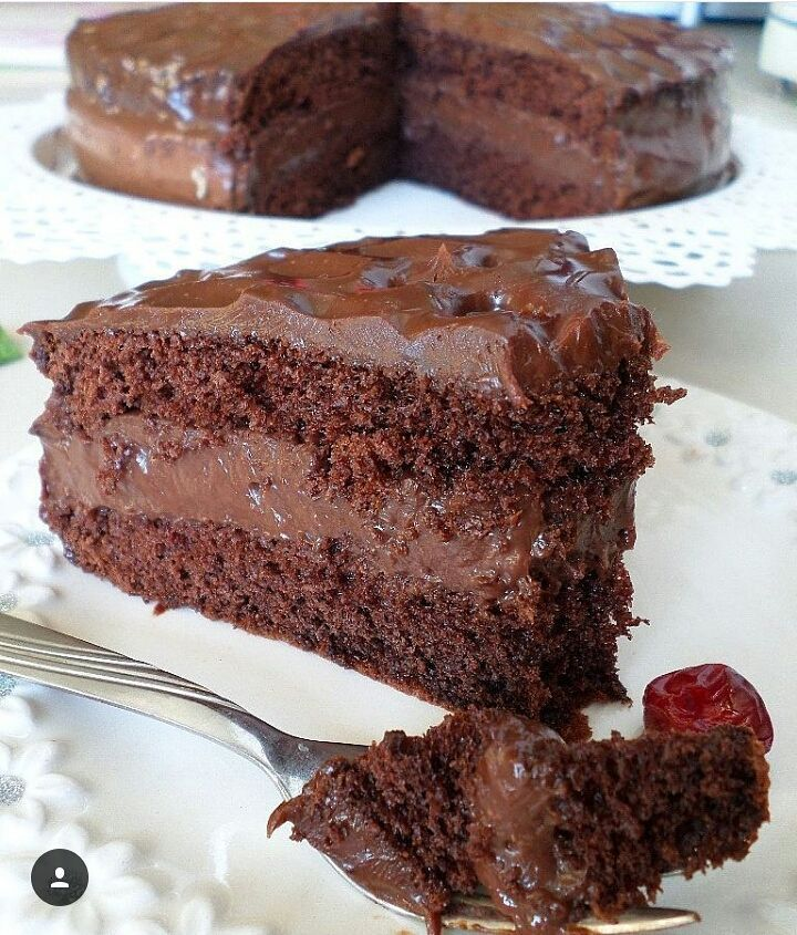 Çikolata severler için harika bir yas pasta #çikolatalıpasta Yapılış videosu sayfamin gerilerinde. ➖➖➖➖➖➖➖➖➖➖➖➖➖➖ CİKOLATALİ PASTA  Pandispanya icin 4 yumurta 1 su bardagi seker 1 su bardagi+1 yemek kasigi un 1paket kabartma tozu 1 paket kakao(25 gr)  Ara kremasi icin: 4 su bardagi sut 1 su bardagindan bir parmak eksik seker 1 su bardagindan iki parmak eksik un 3 yemek kasigi kakao 1 yumurta sarisi 1 yemek kasigi damla cikolata veya diger cikolatalardan 1 tatli kasigi tereyag  Ganaj icin 200…
